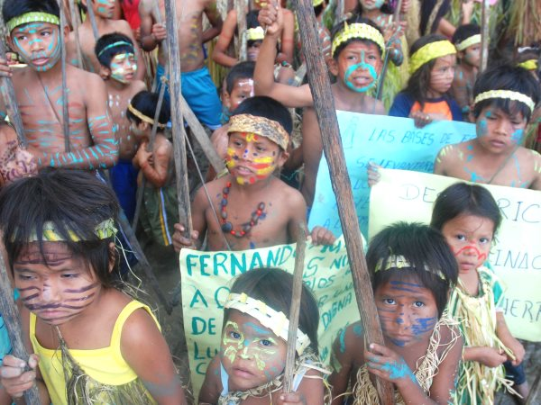 Kichwa children supporting the Rio Tigre blockade. Photo: David Hill.