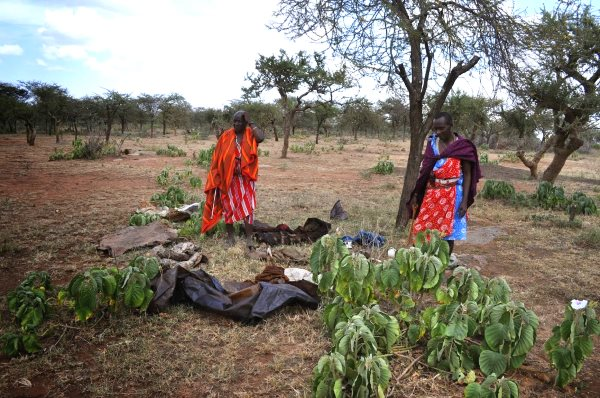 A Maasai family out on the open plains with their meager belongings. Photo: InsightShare.org.