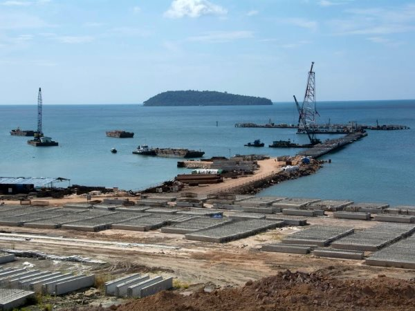 Shipping wharfs being contructed at the DARA Sakor development in the Botum Sakor National Park, Koh Kong Province, Cambodia. Photo: Rod Harbinson.