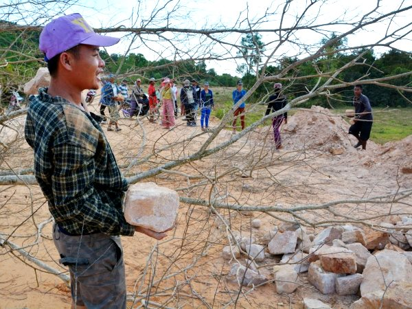 Residents of Prek Smach commune, Kiri Sakor district building a road blockade to guard their village from threats by the Union Development Company. Botum Sakor national park, Koh Kon Province, Cambodia. Photo: Rod Harbinson.
