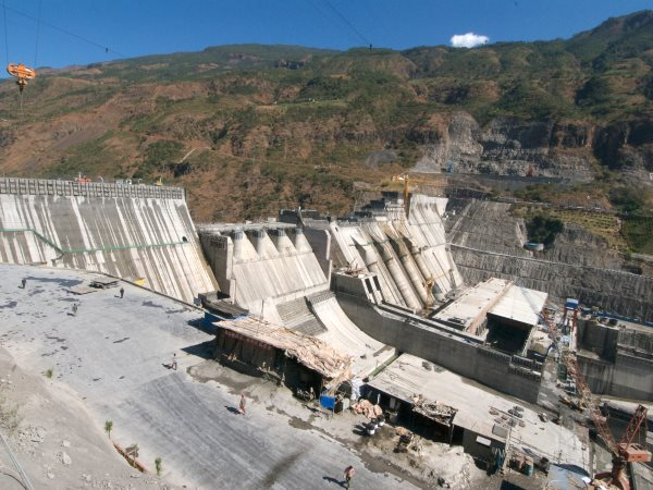 A giant dam under construction on the Upper Yangtse river. Photo: Marcus Rhinelander.