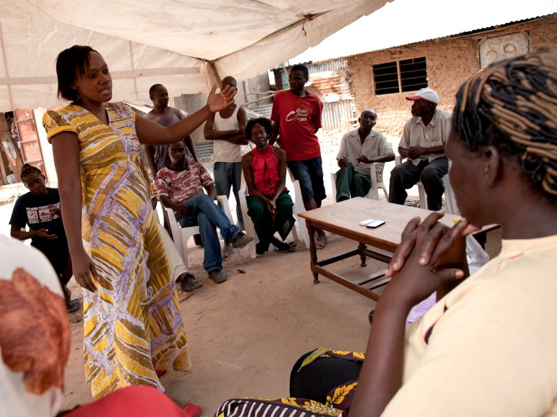 Phyllis Omido during a meeting with community members and former factory workers in Owino Uhuru (Photo: Goldman Environmental Prize)