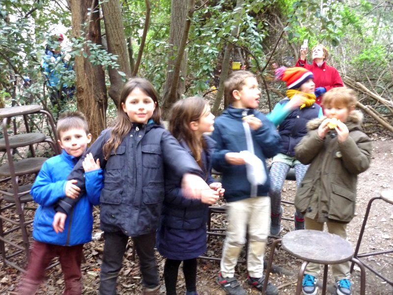 Children discovering nature in the Bois Dormoy. Photo: Judith le Blanc.