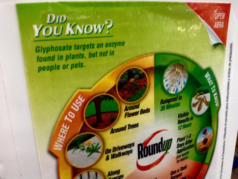 Roundup, brought to you by Monsanto, complete with dodgy claims. Photo: Mike Mozart via Flickr (CC BY).