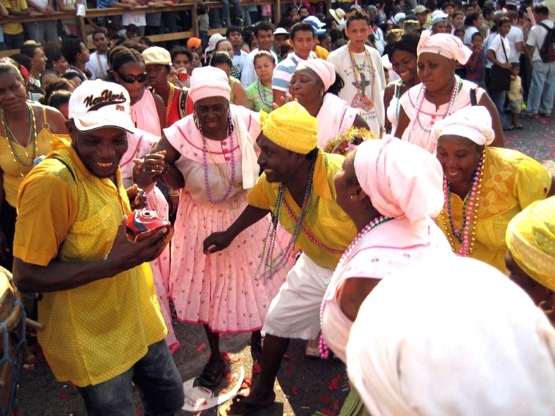 Women dancing at the La Ceiba carnival. Photo: Laura Knight via Flickr (CC BY-NC-ND).