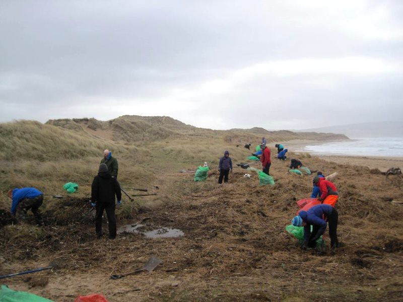 Westport Litter pickers on the sand dunes. Photo: SAS.