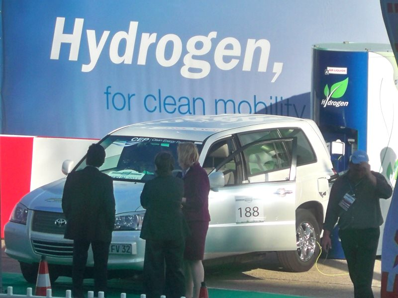 Cars line up at the hydrogen filling station at Challenge Bibendum. Photo: Challenge Bibendum via Flickr (CC BY-NC-ND).
