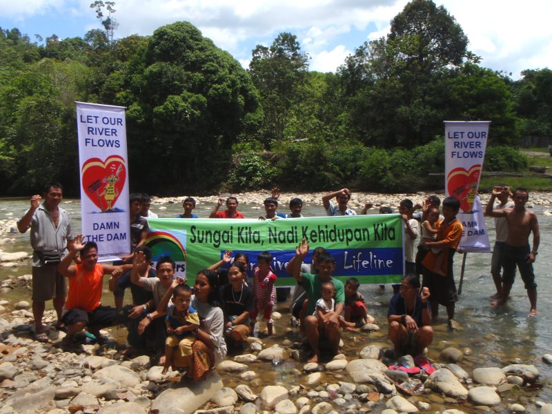 Indigenous protest at the Baram dam site. Photo: SAVE Rivers.
