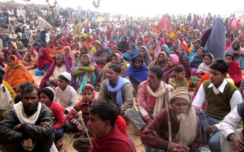 A peaceful protest by the indigenous people fighting the flooding of their land and villages by the Kanhar dam. Photo: Vindhya Bacao (vindhyabachao.org/kanhar).