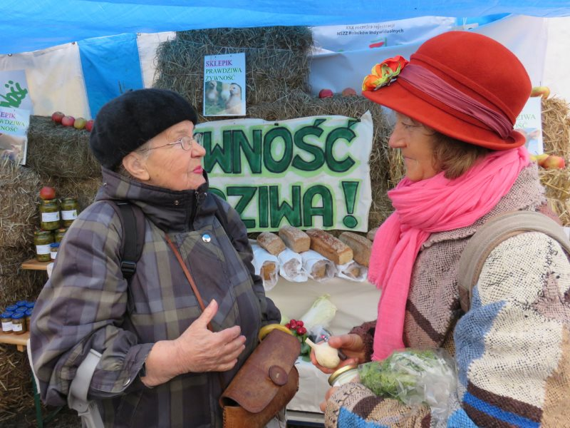 ICPPC founder Jadwiga Lopota discussong food and farming issues with a member of the public at a display of 'forbidden food' made illegal by oppressive food hygiene regulations. Photo: ICPPC.