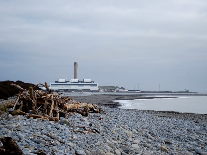 Aberthaw power station, South Wales. Photo: Andrew Green via Flickr (CC BY-NC-SA).