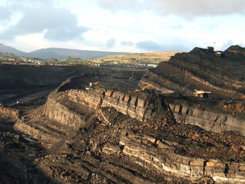 The Ffos-y-Fran opencast coal mine near Merthyr Tydfil in South Wales, where an impoverished community is already suffering the health impacts of coal dust. Photo: Eddy Blanche (CC BY).