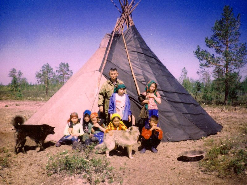 Khanty family and tipi in the Numto Nature Preserve in 2006. Photo: Irina Kazanskaya via Flickr (CC BY).