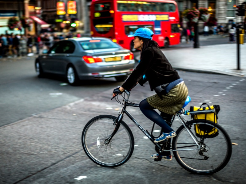 Cyclist in Trafalgar Square. Biking may be one way to get fit, but not if the air you breathe can kill you. Photo: Davide D'Amico via Flickr (CC BY-SA)