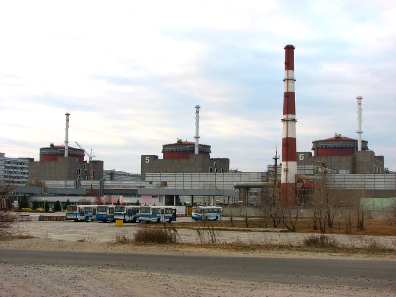 The 6,000 MW Zaporozhje nuclear plant in Ukraine, the largest in Europe. Photo: Maxim Gavrilyuk via Wikimedia Commons (CC BY-SA).