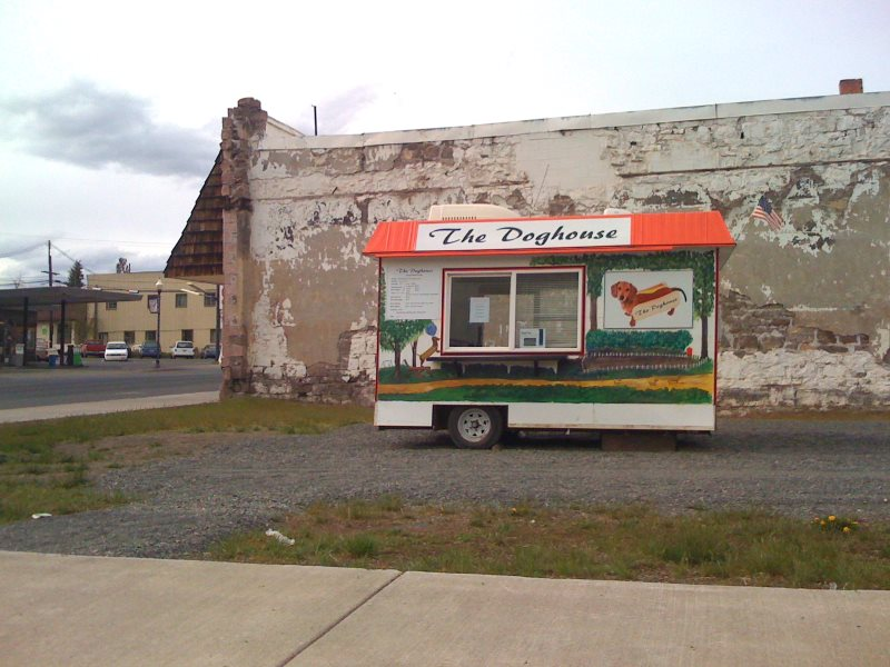 The Doghouse food cart, Burns, Oregon. Photo: Sam Beebe via Flickr (CC BY).