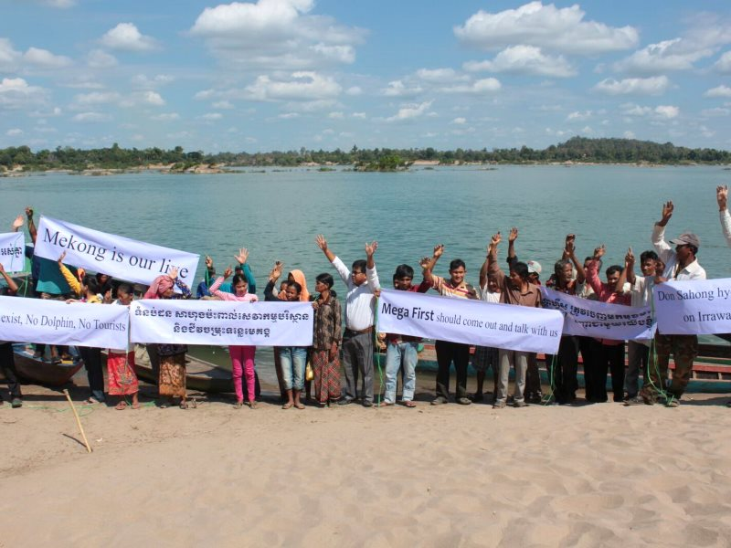 A Cambodian demonstration at a beach on the Mekong River near Stung Treng, 2015. Photo: WWF.