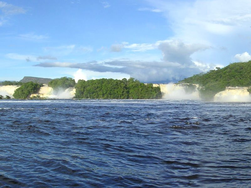 Water is more precious than gold! Waterfalls at the Canaima lagoon, Venezuela, part of the Canaima National Park, at risk from upstream mining pollution. Photo: Yosemite via Wikimedia Commons (CC BY-SA).