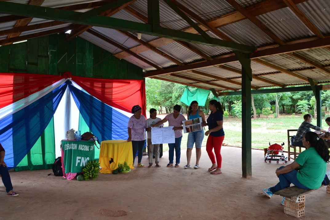 Women discuss food sovereignty and climate change in Arsenio Vázquez. Photo by Lisa Meyer