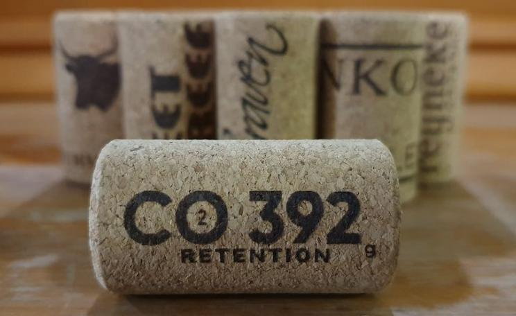 Wine cork sequesters more CO2 than wine bottle