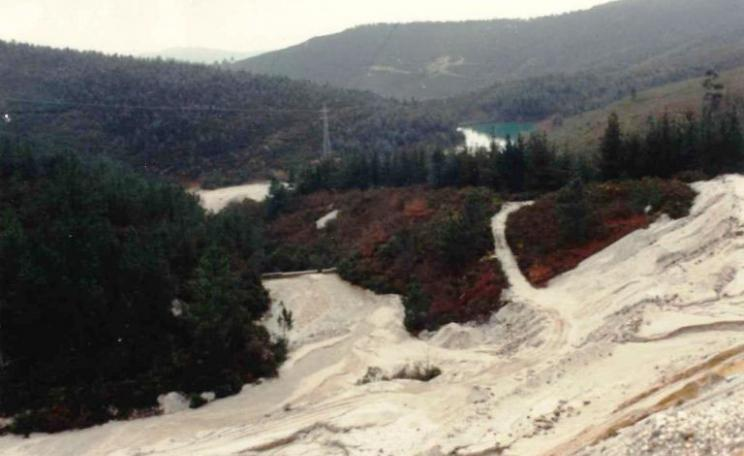 A photo of the San Finx mine site, taken in the 1990s. Photo: Vida e Ría