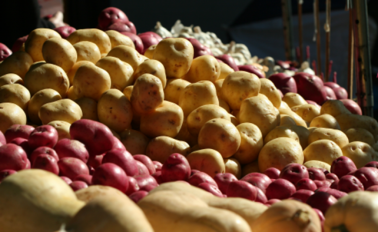 Potatoes at a farmers' market. Photo: John Morgan via everystockphoto.com.