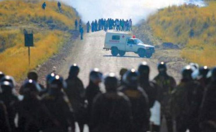 Peruvian police defend Glencore from a demonstration.