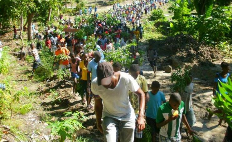 Fighting the land grabs: peasant farmers on Ile-a-Vache, Haiti, refuse to be moved from their ancestral lands by the US puppet government, 28th February 2014. Photo: marie-chantalle via Flickr (CC BY 2.0).