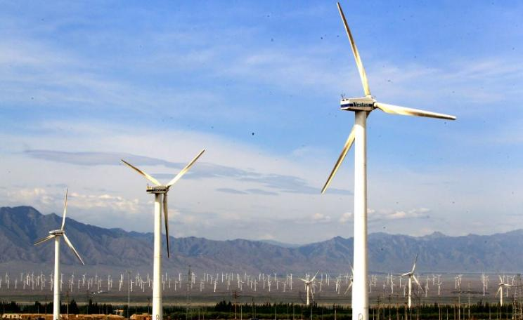 Wind power in China at Urumqi, Xinjiang province. Photo: Asian Development Bank via Flickr (CC BY-NC-ND).