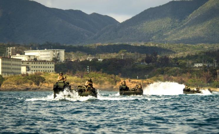 US Marines in amphibious assault vehicles taking part in a US military exercise in Oura Bay, Okinawa, Japan, 2nd November 2014 Photo: Mass Communication Specialist 2nd Class Raul Moreno Jr. / US Navy via Flickr (CC BY-SA).