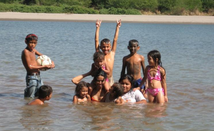Family bathing in the Rio Lempa, El Salvador's longest and only navigable river, until recently at risk from a cyanide-leaching gold mine. Photo: kadejo via Wikimedia (CC BY-SA).