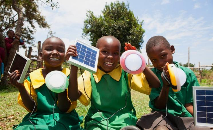 School children from Kembu primary school holding solar lights, Longisa, Bomet county, Kenya. Photo: Corrie Wingate Photography / SolarAid via Flickr (CC BY).
