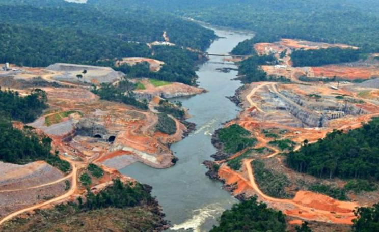 Construction of the São Manoel Dam in the Brazilian Amazon. Photo: International Rivers via Flickr (CC BY-NC-SA).