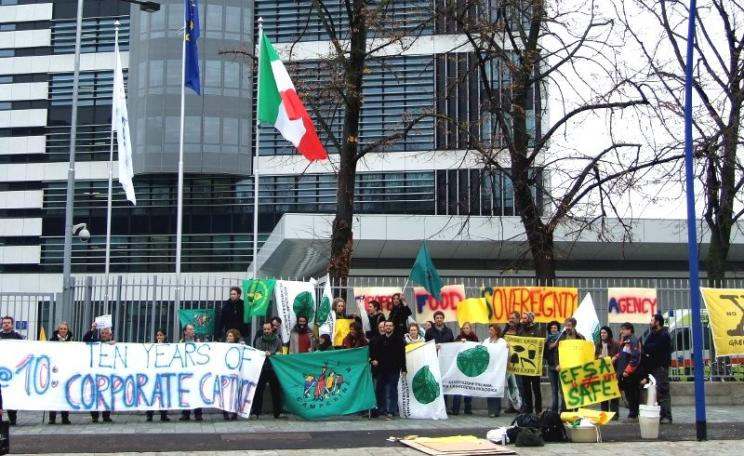 Demonstration outside EFSA's Brussels HQ organised by Corporate Europe Observatory on 5th April 2002 marking ten years of corporate capture. Photo: Corporate Europe Observatory via Flickr (CC BY-NC-SA).