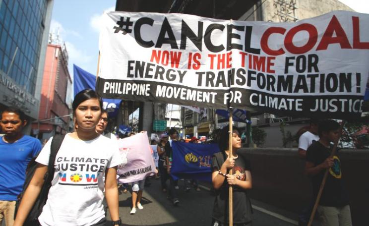 Peoples' Representatives marching to Malacañang to confer the 'King Coal Award to President Noynoy Aquino, for his approval of 59 coal plants in the Philippines; 20th October 2015. Photo: AC Dimatatac / 350.org via Flickr (CC BY-NC-SA).