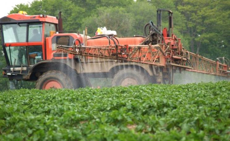 Crop spraying in the British countryside close to a rural resident's home. Spraying of pesticides, including glyphosate, regularly takes place in the locality of homes and gardens with no protection for those living there. Photo: courtesy of UK Pesticides
