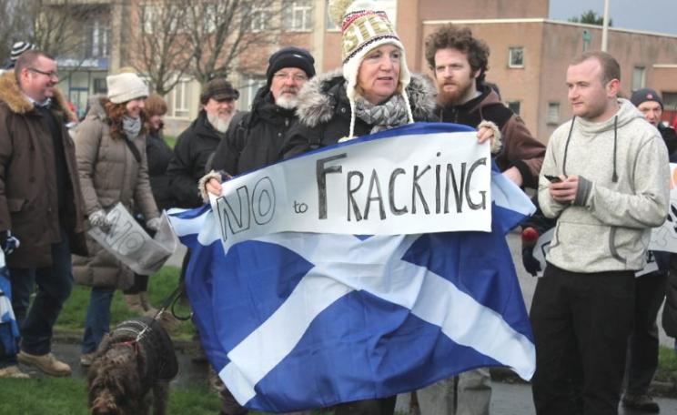 Professor Smythe provided expert evidence in 2014 at a Public Inquiry into coalbed methane extraction in Falkirk - to the delight of these protestors for a frack-free Scotland, seen here on 7th December 2014. Photo: Ric Lander via Flickr (CC BY-NC-SA).
