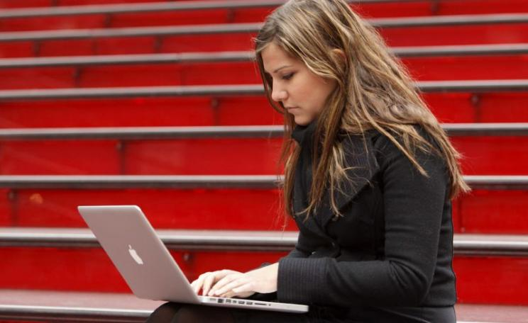 Meg Montgoris using free Wi-Fi on the red stairs on Duffy Square. Photo: Adam Pantozzi / Times Alliance / Yahoo via Flickr (CC BY).