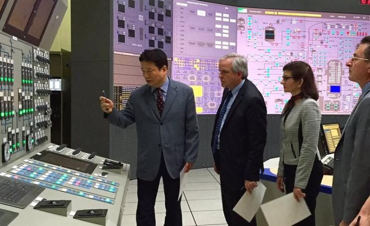 One option for Moorside would be to ditch the Toshiba AP1000 and go for Korean APR1400 reactors. Photo: NRC officials inspect a KEPCO APR1400 simulator. Nuclear Regulatory Commission via Flickr (CC BY).