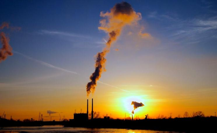 Sunset years ... power plant and Exxon Mobil oil refinery in Joliet, Illinois. Photo: Greg Wass via Flickr (CC BY-NC-SA).