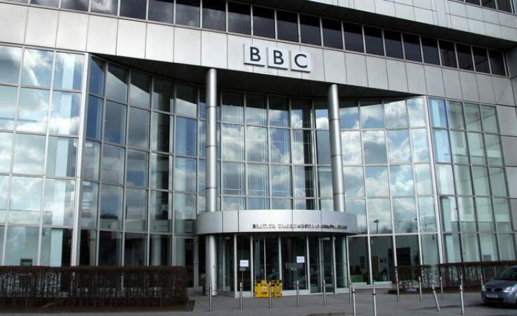 BBC HQ. The BBC no longer provides training to journalists to support them in distinguishing climate science fact from fiction. Main image credit: Chmee2 via Wikimedia Commons CC BY-SA 3.0