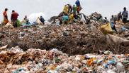 <p>People stand a top an ever growing rubbish dump sorting through waste in Brazil (c) Marcello Casal Jr./Agência Brasil</p>